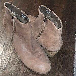 Crown Vintage brown booties!